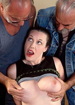 Geile Sekretärin mit grossen Titten und zwei Typen beim Begrabschen