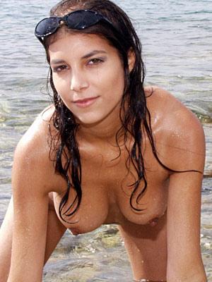 Nackter Feriengruss aus dem Meer von Katerina für Swisscum