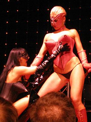 Extasia Basel 2009 Fetish show mit heissen Kostümen auf der Hauptbühne